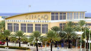Hato Airport op Curaçao met sinds kort een vertrekhal met air conditioning