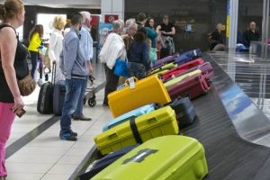 Wachten op je koffer bij de bagageband